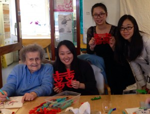 Making Chinese window decorations