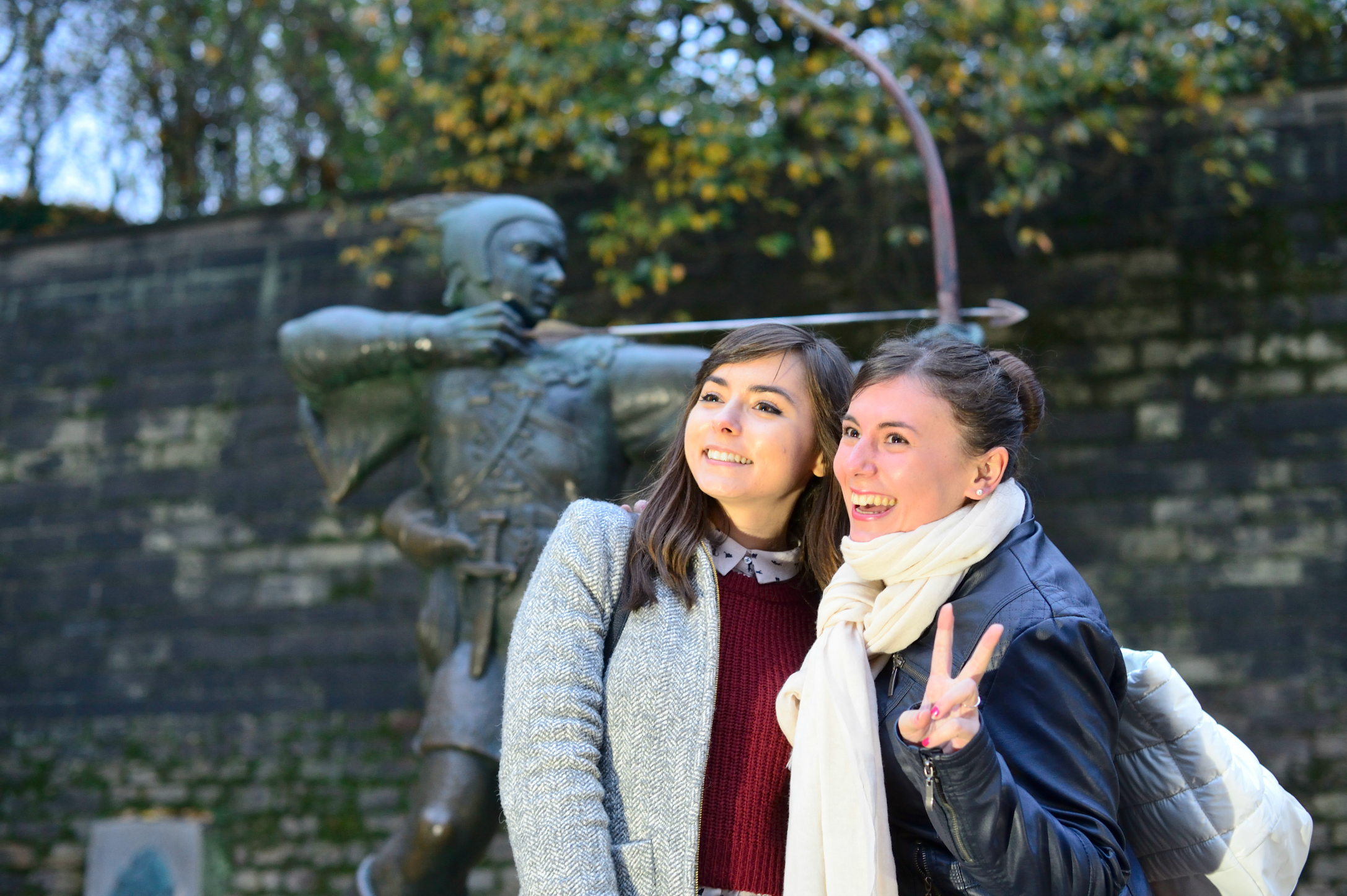 Two students posing by the Robin Hood statue