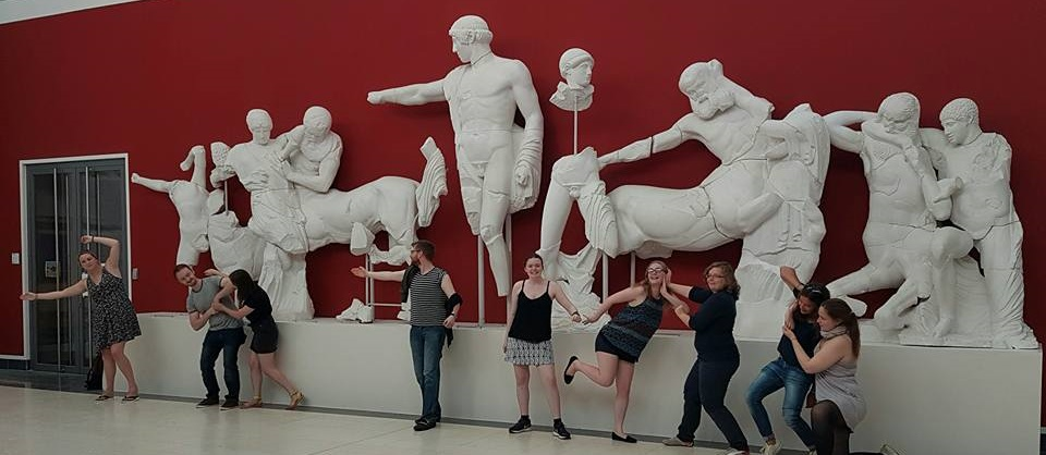 Q-Kolleg fellows recreate the East pediment of the Temple of Zeus at Olympia, in front of casts at the Winckelmann-Institut.