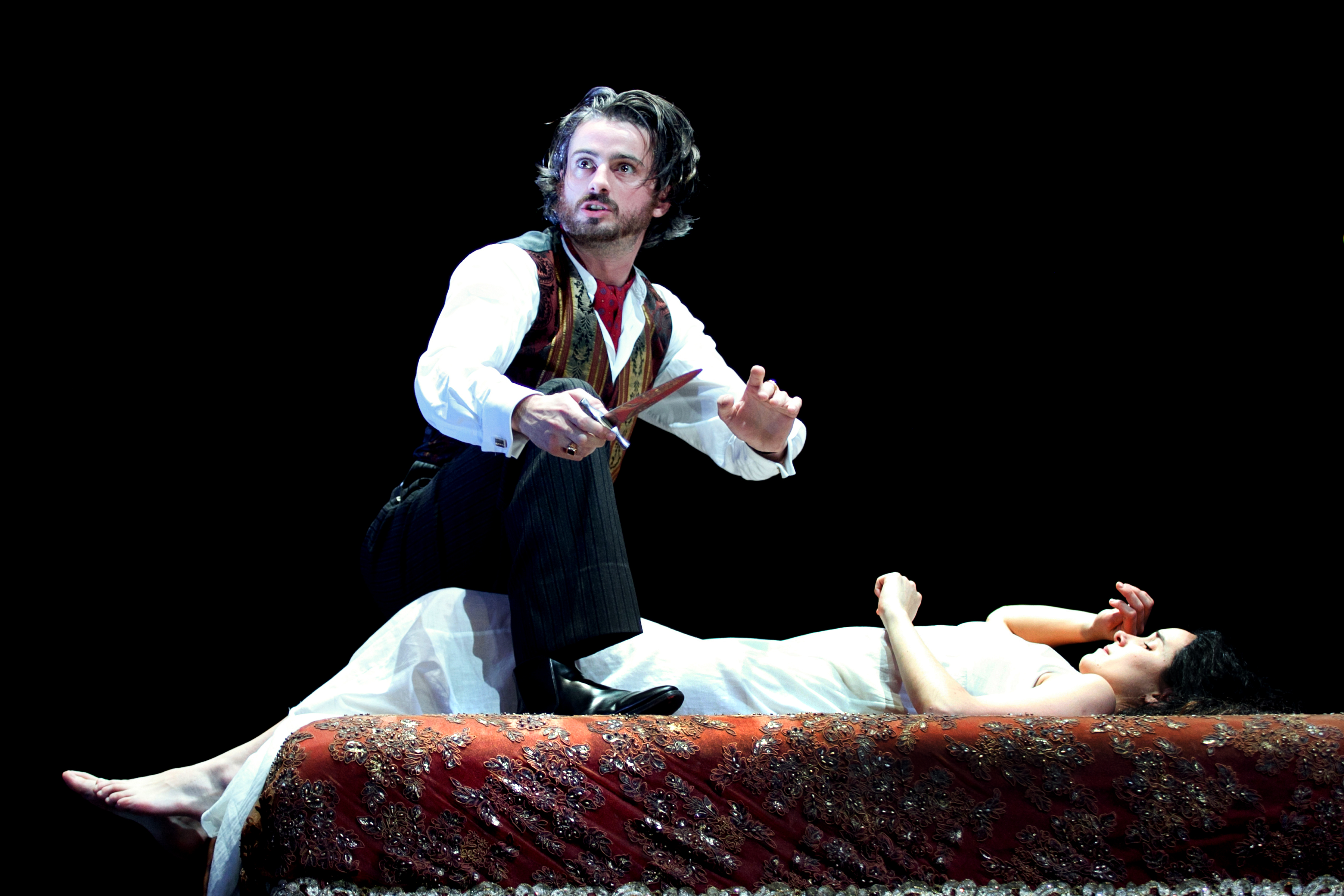 the duchess of malfi is a In a story of friendship, marriage, betrayal, and revenge, the duchess of malfi  follows the recently widowed duchess as she defies the social norms of the early .