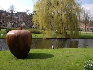 A photograph of the green esplanade and artwork along the Heemraadsingel