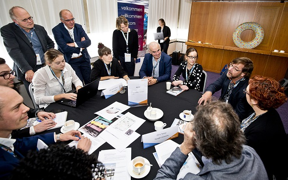 A photograph of the Resilient City Leaders Forum discussions on Table 9, City of Vejle (Denmark): Developing water sensitive futures (photo credit: Guus Schoonewille).