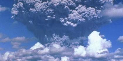 Pinatubo_ash_plume_910612