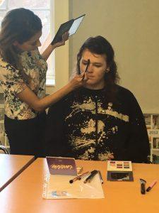 Trishna running a Kohl Kreatives make-up tutorial