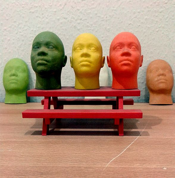 588px-Miniature_human_face_models_made_through_3D_Printing_(Rapid_Prototyping)