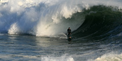 Big_wave_breaking_in_Santa_Cruz