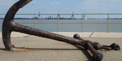 Old_Ship's_Anchor_outside_Harwich_Maritime_Museum_-_geograph.org.uk_-_549234