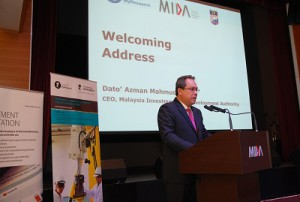Dato' Azman Mahmud, CEO of MIDA is delivering his welcoming speech during opening of the evening reception.