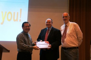 Prof. Soh Ai Kah (left) received the token of appreciation from Prof. Graham Kendall and Prof. Ian Harrison