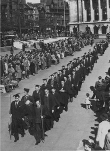 Procession of students and staff leaving Nottingham Council House, prior to the ceremony. 3 May 1949. (NMc 6/4)