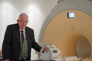 Sir Peter Mansfield with a MRI scanner