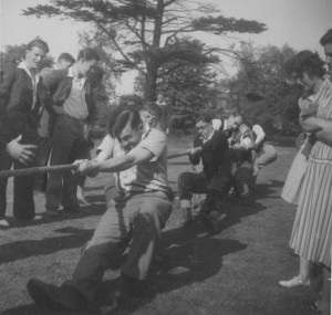 Photograph of a tug of war amongst University of Nottingham students, c.1948-1950