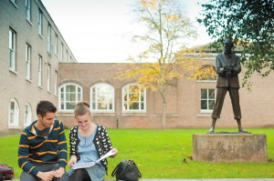 StudentsatDHLawrencestatue