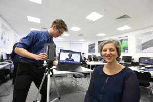 MP071016AH1 Nottingham Post please use code NOAH20161007C1. Lillian Greenwood MP, visit to NUAST ahead of the Nottingham in Parliament Day. Taylor Jones 17 pictured creating a 3D printer image of Lillian Greenwood MP. Picture by Andrew Hallsworth, Marlow Photographic.