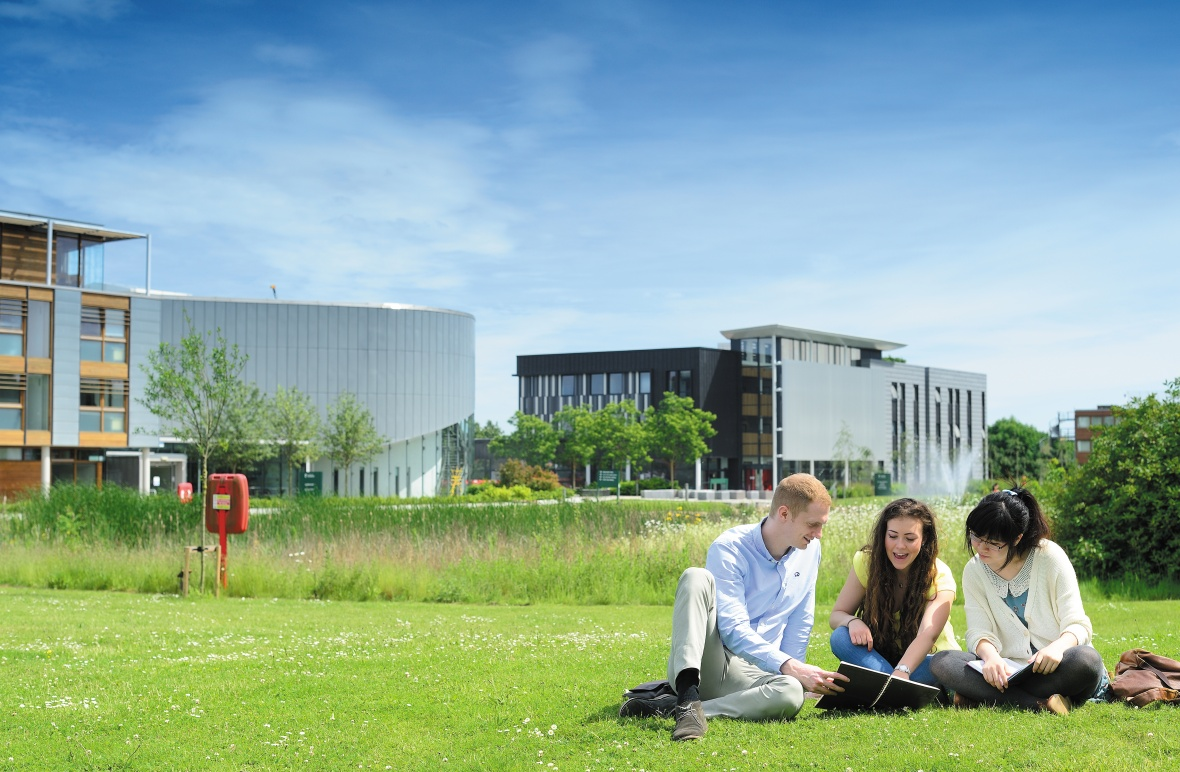 students studying in front of the Si Yuan Building, Jubilee Campus