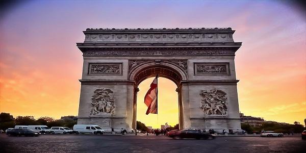 Arc_de_Triomphe_de_l'Etoile_-_14_Juillet_2011_-_Paris,_FRANCE