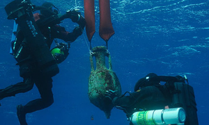 Amphora recovery at the Antiythera wreck