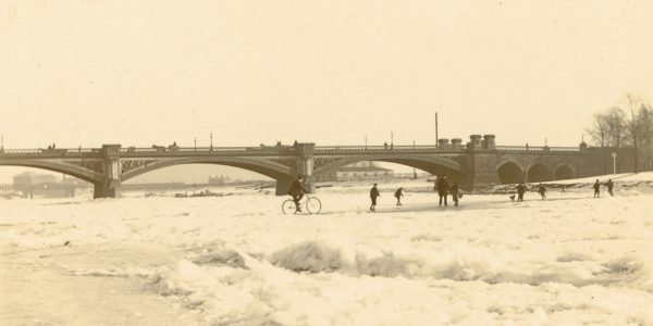 A frozen River Trent at Trent Bridge on 16 February 1895 (Manuscript and Special Collections MS 258/3/3)